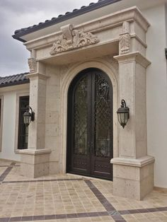 51 New Ideas Exterior Stone House Entryway Classic House, House Front Design, Cantera Stone, Exterior Stone, House Entrance, Stone Design, Classic House Exterior, House Designs Exterior, Classic House Design