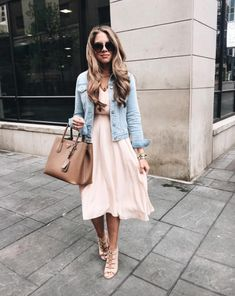When in doubt, throw on a denim jacket👍🏼🌸 outfit details linked here: Fashion Mode, Moda Fashion, Vogue Fashion, Petite Fashion, Runway Fashion, Blush Dresses, Modest Dresses, Spring Summer Fashion, Spring Outfits