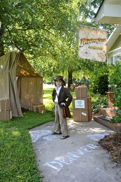 I totally rocked an Indiana Jones Halloween costume when I was a kid. It was my favorite costume Indiana Jones Films, Lego Indiana Jones, Indiana Jones Birthday Party, Boy Birthday, Birthday Ideas, Jungle Party, Safari Party, Movie Party, Party Time