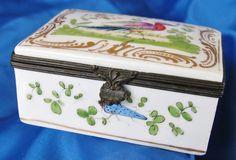Antique 1800 s Samson porcelain snuff box.