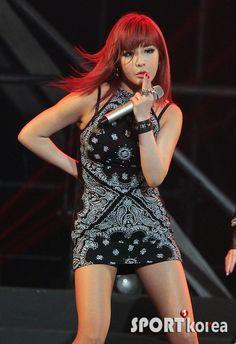 2NE1 - Park, Bom