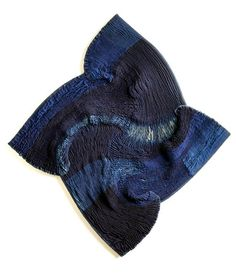 "Beautiful Shibori Work by Frank Cinnet ""Spiral Square Fabric Decor, Fabric Art, Fiber Art Quilts, 3d Quilts, Shibori Tie Dye, Creative Textiles, Art Journal Techniques, Indigo Dye, Running Stitch"