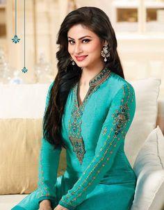 Pakistani Wedding Dresses, Bridal Dresses, Indian Suits, Punjabi Suits, Cute Girl Face, Indian Couture, Green Lace, Indian Designer Wear, Beautiful Indian Actress