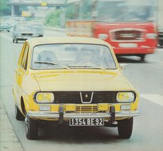 """Renault 12 - all French including the """"plaque d'immatriculation"""""""