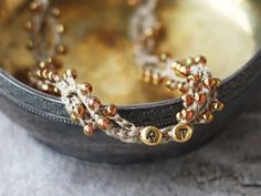 Collier en lin personnalisé avec bijoux par 100crochetnecklaces