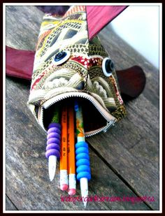 Zippered Fish Lips Pencil Case - Free Sewing Tutorial from Lindapendante Dreams