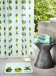Whether you're working with a clawfoot tub or tiny wet room, these 10 standout shower curtains will make cleaning up way more fun. Target Shower Curtains, Pretty Shower Curtains, Cactus Shower Curtain, Bathroom Shower Curtains, Fabric Shower Curtains, Curtain Fabric, Tiny Wet Room, Cheap Bathroom Makeover, Cheap Bathrooms