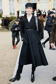 Model Erin O'Connor attends the Christian Dior Haute Couture Spring Summer 2018 show as part of Paris Fashion Week on January 22 2018 in Paris France #StreetStyle