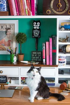 Sarah Vickers Of Classy Girls Wear Pearls Shares Her Office | theglitterguide.com