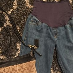 """Maternity jeans size 12 inseam 31"""" Maternity jeans size 12 inseam 31"""". EUC Preloved with minimal wear.Shop with us to dress your bump for less  Bundle me for savings! Old Navy Jeans Flare & Wide Leg"""