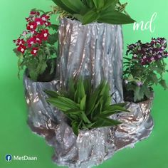 How to make a beautiful flower pot tower Cement Art, Concrete Crafts, Concrete Garden, Diy Crafts For Home Decor, Creative Crafts, Flower Pot Tower, Cement Flower Pots, Flower Pot Crafts, Plastic Bottle Crafts