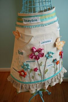 Who better to inspire you inner apron enthusiast than artist Donna Downey! Donna's canvas aprons by Prima Marketing are ready-to-alter into works of art. We have two altered canvas apron projects by Donna that are full of fresh, flowery designs Sewing Crafts, Sewing Projects, Altered Canvas, Altered Art, Gardening Apron, Cute Aprons, Sewing Aprons, Aprons Vintage, Retro Apron