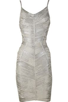 Hello curves! I've always wanted to wear a metallic dress but I've never had the courage or occasion to.