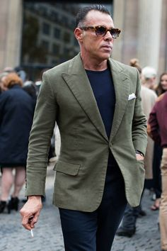 Street style - the sartorialist The Sartorialist, Blazer Outfits Men, Look 2017, Best Street Style, Green Suit, Green Blazer, Green Jacket, Suit Jacket, Olive Jacket