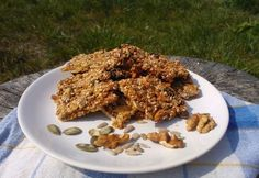 Ropogós magos szelet Granola, Waffles, Sweets, Healthy Recipes, Breakfast, Food, Lifestyle, Morning Coffee, Gummi Candy
