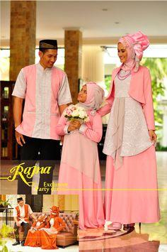 Batik Couple, Wedding Frocks, Indonesian Wedding, Dress Anak, Unique Fashion, Womens Fashion, Islamic Fashion, Abaya Fashion, Abayas