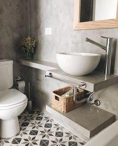 Un baño sin revestimientos, solo se enfocaron en el piso ✅dejando los muros y el lavado en cemento, Les gusta como se ve? Bathroom Inspo, Bathroom Inspiration, Grey Bathrooms, Small Bathroom, Downstairs Toilet, Toilet Room, Bad Inspiration, Bathroom Interior Design, Sink