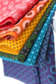 Rainbow Fat Quarter Bundle of 3 Cats Shweshwe fabrics printed in South Africa ROYGBIV cotton African Quilts, African Fabric, African Dress, Forget, Brocade Fabric, Gorgeous Fabrics, Pdf Patterns, Quilting Tutorials, Applique Quilts