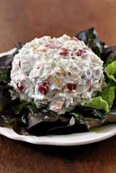 This tasty Neiman Marcus Chicken Salad has a secret ingredient that gives the texture of the salad a wonderfully creamy texture. Neiman Marcus Chicken Salad Lika fadeldarien Chicken This tasty Neiman Marcus Chicken Salad has a secret in Chicken Salad Recipes, Salad Chicken, Healthy Chicken, Rotisserie Chicken Salad, Cooked Chicken, Chicken Salad With Fruit Recipe, Ina Garten Chicken Salad, Waldorf Chicken Salad, Dining