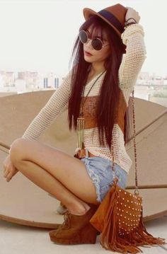 Modern hippie fringe purse & boho chic top. FOLLOW http://www.pinterest.com/happygolicky/the-best-boho-chic-fashion-bohemian-jewelry-gypsy-/ for the BEST Bohemian fashion trends in clothing & jewelry.