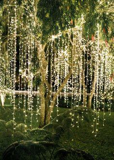 Ljusslingor dekorera utomhus, bröllopsdekorationer och inspiration.