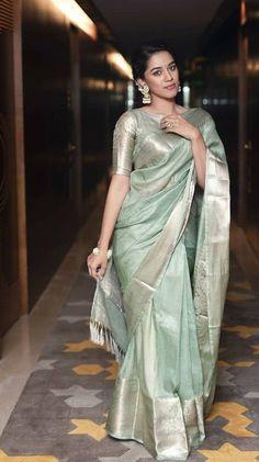 Silk Saree Blouse Designs, Fancy Blouse Designs, Saree Poses, Saree Photoshoot, Stylish Sarees, Elegant Saree, Saree Look, Indian Fashion Dresses, Fancy Sarees