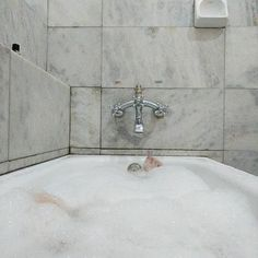 """K na Instagramie: """"The hotel has a bath tub. Woop woop"""" Bath Tub, Cool Stuff, Bathroom, Instagram, Washroom, Bathtubs, Bath Tube, Full Bath, Bath"""