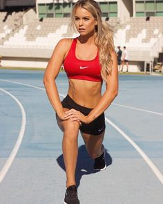 Time to limber up before we enter the race! 📸📸 What exercise are you doing before summer for weight loss and toning. Running or sprinting is a great place to start 🎖 Sporty Girls, Gym Girls, Body Inspiration, Fitness Inspiration, Athletic Girls, Sports Women, Female Sports, Sexy Hot Girls, Courses