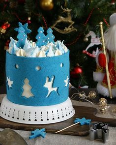Homemade layered cake in blue fondant covering with cut in figurines. Creative Cake Decorating, Creative Cakes, Christmas Treats, Christmas Baking, Cake Pop Designs, Christmas Cake Designs, Peppermint Cake, New Year's Cake, Ice Cake