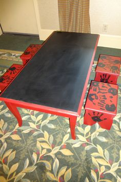 Chalkboard table with four benches made for a school auction - Another great project idea for crafty volunteers Classroom Auction Projects, Art Auction Projects, Class Art Projects, Art Classroom, Outdoor Classroom, Welding Projects, School Projects, Wood Projects, School Ideas