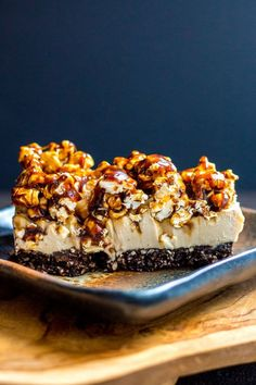 Vegan coffee cheesecake with salted caramel popcorn topping (vegan and gluten free). Vegan coffee cheesecake with salted caramel popcorn topping (vegan and gluten free). Coffee Cheesecake, Vegan Cheesecake, Cheesecake Recipes, Raw Desserts, Vegan Dessert Recipes, Raw Food Recipes, Healthy Desserts, Healthy Fats, Vegetarian Recipes