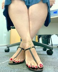 The quiet girl with a secret, exhibitionist nature. Beautiful High Heels, Beautiful Toes, Lovely Legs, Nice Toes, Pretty Toes, Feet Soles, Women's Feet, Sexy Legs And Heels, Sexy High Heels