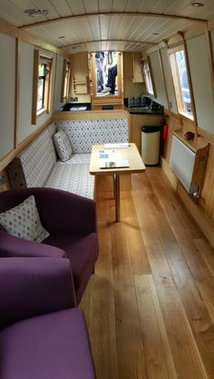 Is it really possible to live on a houseboat?different types of houseboats that are commonly used as fulltime dwellings of vacation homes. Narrowboat Kitchen, Narrowboat Interiors, Barge Boat, Canal Barge, Canal Boat Interior, Sailboat Interior, Houseboat Living, Houseboat Decor, Barge Interior
