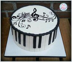 Musicnote cake More (birthday cake decorating love) Music Birthday Cakes, Music Themed Cakes, Music Cakes, Theme Cakes, Fondant Cakes, Cupcake Cakes, Bolo Musical, Music Note Cake, Rodjendanske Torte