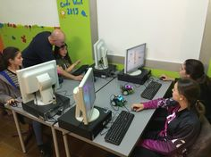 #GirlsInTech are coding for robotics at #educaendigital