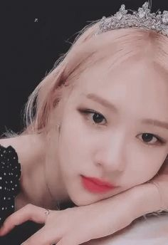 The perfect RosePairsworkPairgifBlackpink Animated GIF for your conversation. Blackpink Video, Rose Video, Ulzzang, Rose Bonbon, Rose Icon, Rose Queen, Cute Rose, Rose Park, Aesthetic Gif