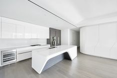Zaha Hadid's curved West Chelsea condo gets its first rental listings - Curbed NYclockmenumore-arrow : Get an unadorned peek inside the late architect's game-changing NYC condo Zaha Hadid Buildings, Zaha Hadid Architecture, Architecture Building Design, Zaha Hadid Design, Zaha Hadid Nyc, Arch Interior, Home Interior Design, Zaha Hadid Interior, New York Apartments