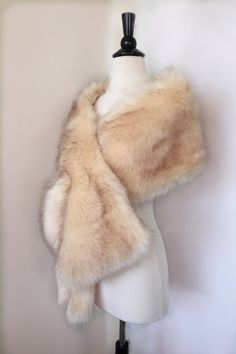 High-quality faux fur bridal wrap, perfect for brides, bridesmaids and events wears. Three ways of wearing it.  * Wear it like the pictures * Wear it on your arms * Wear it with hooks in front  Small: US 0 - 6 (61 x 10 inches) Medium: US 6 - 12 (65 x 11 inches) Large: US 12 - 18 + (69