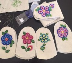 Ideas embroidery flowers pattern heart for 2020 Native Beading Patterns, Beadwork Designs, Native Beadwork, Native American Beadwork, Indian Beadwork, Embroidery Flowers Pattern, Beaded Embroidery, Flower Patterns, Embroidery Stitches