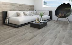 Kolekcja Roble, inspirowana pięknem surowego drewna, to propozycja dla ceniących ciepłą, naturalną kolorystykę we wnętrzach. Płytki precyzyjnie odwzorowujące rysunek drewna, który doskonale sprawdzi się w otwartej przestrzeni nowoczesnego domu na przedmieściach, zapewniając imponująco jednolitą powierzchnię. aranżacja I wnętrze I łazienka I salon I kuchnia I architektura I styl I bathroom I kitchen I living room I details I ceramic | ceramic tiles | drewno | design | mieszkanie Paradyż