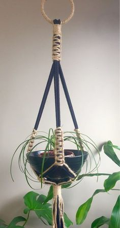 Newest Absolutely Free ARES RUSTIC Jute Macramé Plant Hanger//Vintage Style Retro Mid Century Modern Large Bohemian Outdoor Boho Hippie Natural Tips If you have little space for the placement of flowerpots, hanging flowerpots are a excellent Option Macrame Design, Macrame Art, Macrame Projects, Etsy Macrame, Macrame Knots, Micro Macrame, Macrame Hanging Planter, Macrame Plant Holder, Plant Holders