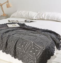 Excellent Totally Free Crochet afghan black Tips Häkelanleitung Schwarze Decke Simply Häkeln 0515 Crochet Squares, Crochet Blanket Patterns, Crochet Granny, Baby Knitting Patterns, Knit Crochet, Crochet Afghans, Slippers Crochet, Modern Crochet Blanket, Crochet Bedspread Pattern