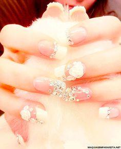 Inspire-se em Kate Middleton e encontre sugestões de unhas de noiva delicadas e românticas capazes de agradar a todos os estilos. Veja também vídeos ensinando como fazer passo a passo unhas com efe…