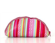 Prize from Amelia's Armoire - a beautiful cosmetic bag. Go to our Facebook page for Gorgeous Giveaway entry details. x