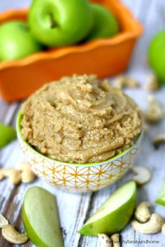 Clean Eating Vanilla Maple Cashew Butter...made with only 4 clean ingredients and it's raw, vegan, gluten-free, dairy-free, paleo-friendly and contains no refined sugar | The Healthy Family and Home