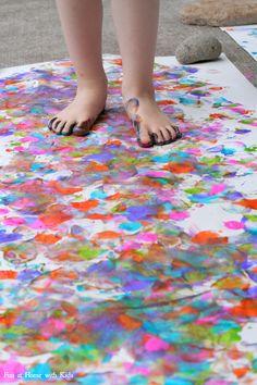 Big Art: Painting with your Feet! Summer Activities for Kids Preschool Art, Craft Activities For Kids, Summer Activities, Toddler Activities, Projects For Kids, Painting Activities, Outdoor Activities, Toddler Art, Toddler Crafts