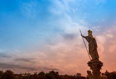 Vor 30 Jahren begann mit dem Fall Waldheim eine Wende im Blick auf die Vergangenheit und die langsame Erosion der einst übermächtigen Großparteien. Statue Of Liberty, Articles, Travel, No Way, Linz, Past, Statue Of Liberty Facts, Viajes, Statue Of Libery