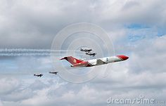 Boeing 727 flypast with four small planes at the Farnborough airshow 2016