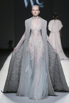We Couture Autumn/Winter Couture 2017 Collection Source by dresses Look Fashion, Runway Fashion, Fashion Design, Queen Fashion, New Yorker Mode, Style Haute Couture, Haute Couture Dresses, Couture Outfits, Bohemian Mode