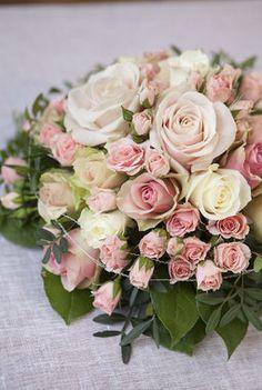 Pynt med blomster til bryllupet   Inspirasjon fra Mester Grønn Our Wedding Day, Dream Wedding, Beautiful Gardens, Floral Wreath, Table Settings, Wreaths, Rose, Flowers, Plants